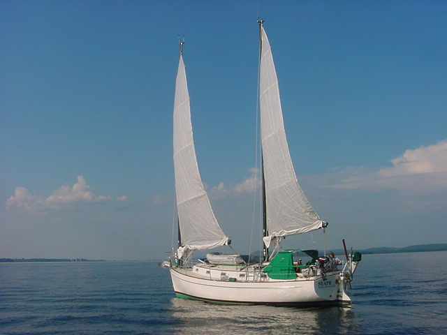 Freedom 33 under sail Lake Champlain VT ghosting along