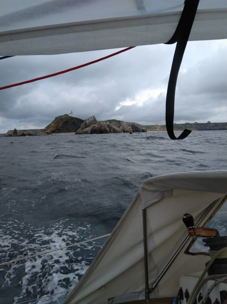 Through Touliguet channel to port
